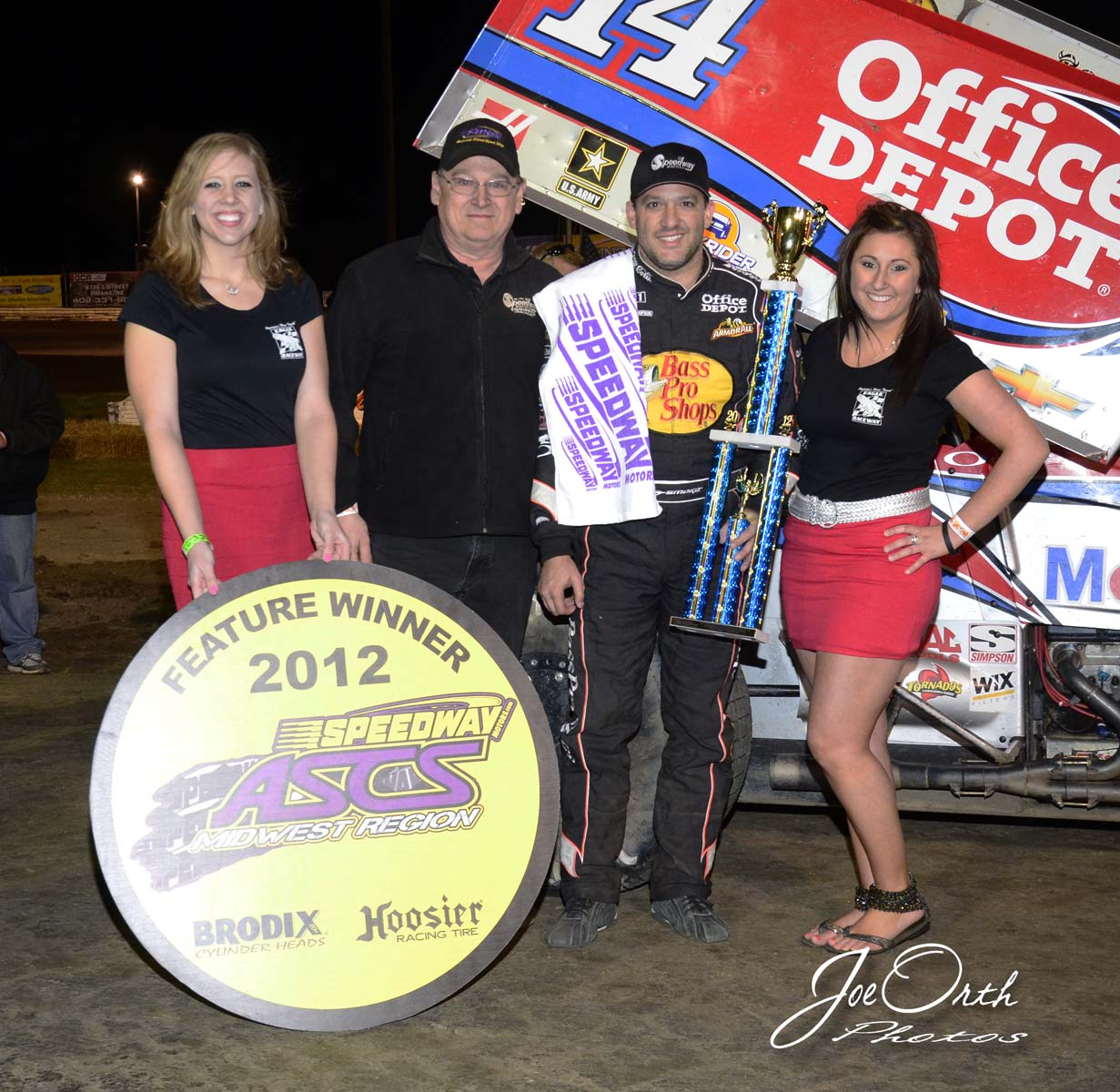 eagle-04-21-12-ascs-tony-stewart-and-gerg-nicol-of-speedway-motors-with-catrina-harris-and-jamie-kromberg