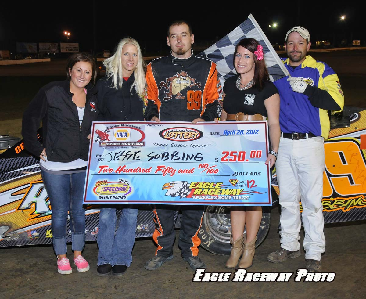 eagle-04-28-12-jesse-sobbing-with-crew-and-jamie-kromberg-and-elle-patocka-and-flagman-billy-lloyd
