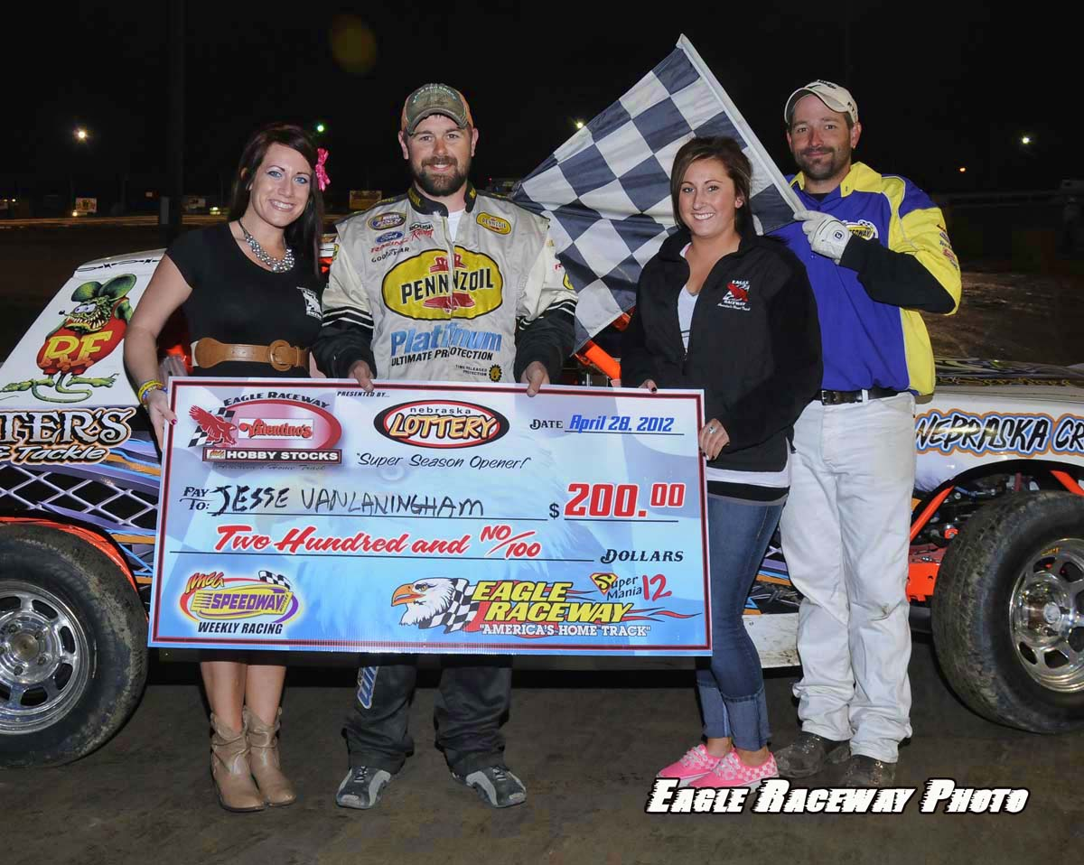 eagle-04-28-12-jesse-vanlandingham-with-jamie-kromberg-and-elle-patocka-and-flagman-billy-lloyd_edited-1
