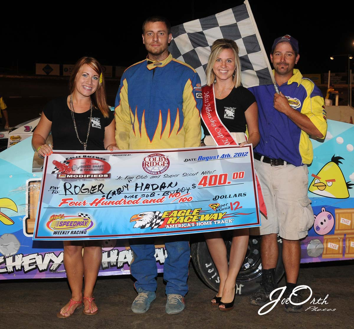eagle-08-04-12-597-chevy-hadan-with-miss-nebraska-cup-deanne-kathol-and-finalist-elle-patocka-and-flagman-billy-lloyd