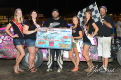Eagle-07-11-15-508-Shawn-Hiatt-with-2015-Miss-Nebraska-Cup-Jen-Harter-along-with-2015-Miss-Eagle-Raceway-finalist-Kayla-Meidinger-Zoe-Dalton-Robyn-Burnison-with-flagman-Billy-Lloyd-JoeOrthPhotos