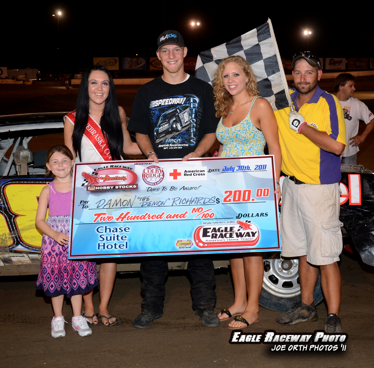 eagle-07-30-11-damon-richards-with-miss-nebraska-cup-katlin-leonard-and-miss-nebraska-cup-finalist-catrina-harris-and-little-miss-nebraska-cup-savanna-medows-along-with-flagman-billy-lloyd_0