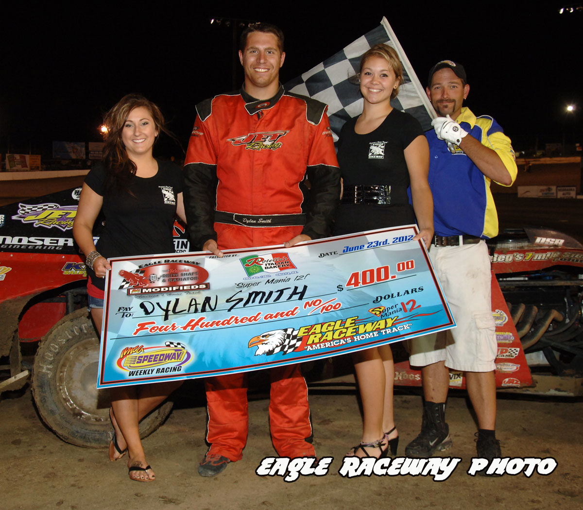 eagle-06-23-12-421-dylan-smith-with-jamie-kromberg-and-lindsey-flodman-and-flagman-billy-lloyd