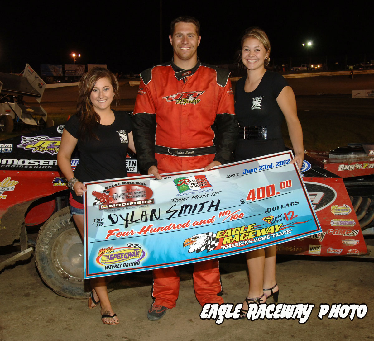 eagle-06-23-12-422-dylan-smith-with-jamie-kromberg-and-lindsey-flodman-and-flagman-billy-lloyd