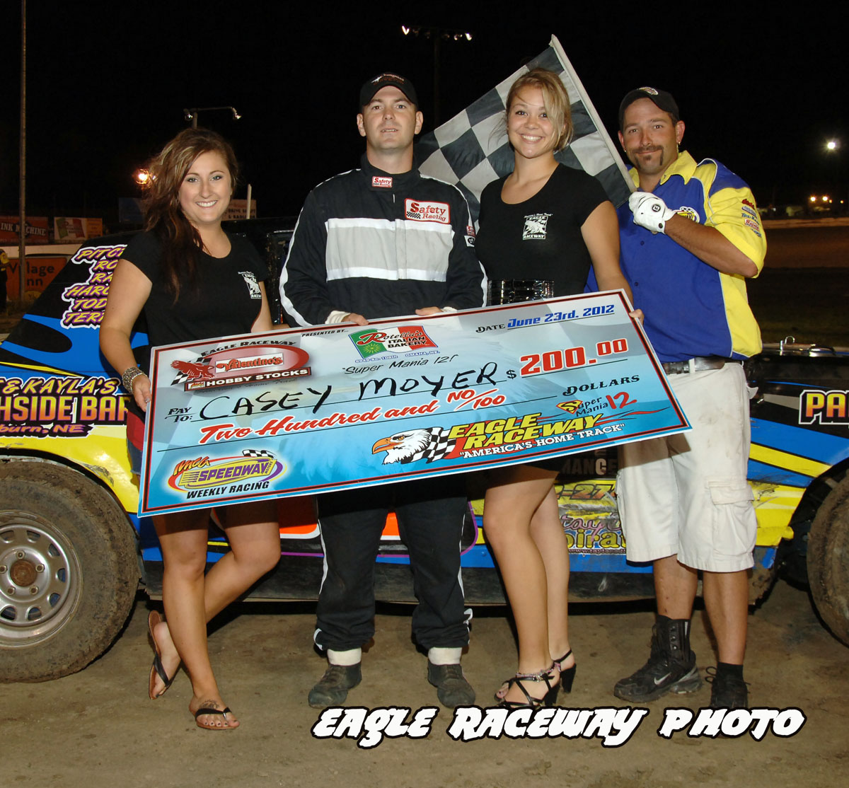 eagle-06-23-12-446-casey-moyer-with-jamie-kromberg-and-lindsey-flodman-and-flagman-billy-lloyd