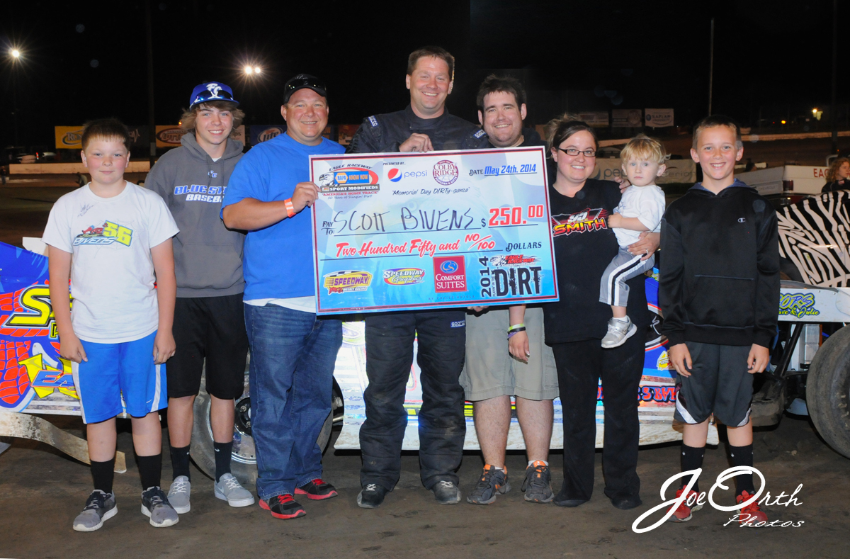 eagle-05-24-14-547-scott-bivens-with-crew-and-family-joeorthphotos