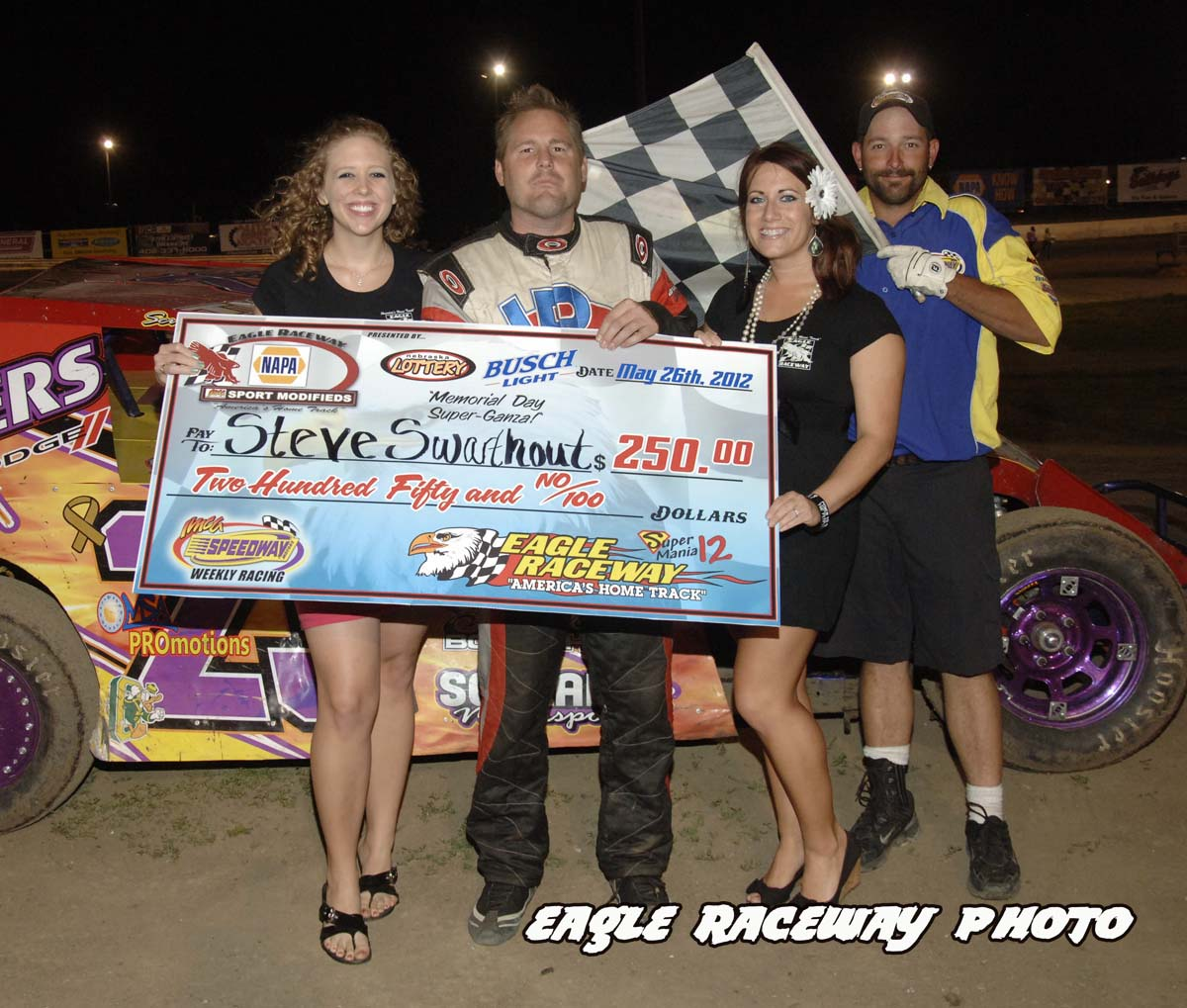 eagle-05-26-12-steve-swarthout-with-catrina-harris-and-elle-patocka-and-flagman-billy-lloyd
