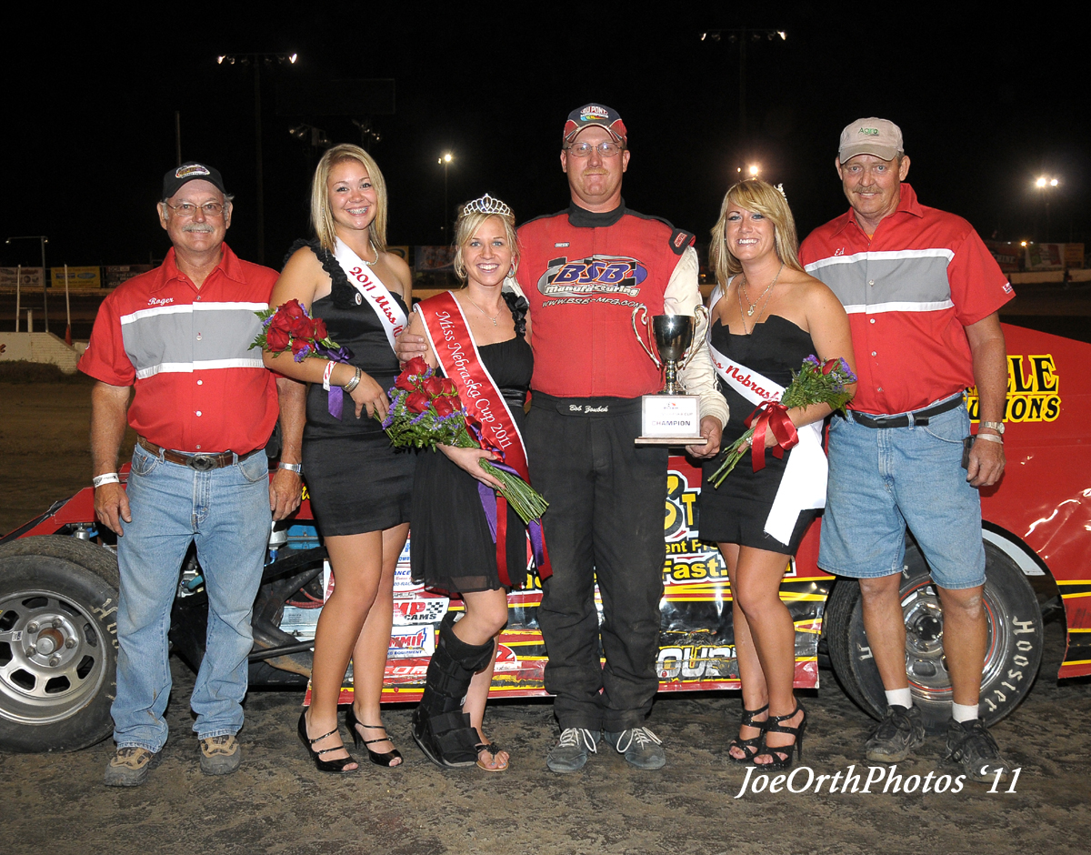 eagle-09-11-11-ne-cup-bob-zoubek-and-crew-with-2011-miss-nebraska-cup-queen-deanne-kathol-and-2011-finalist-elle-patocka-and-lindsey-flodman