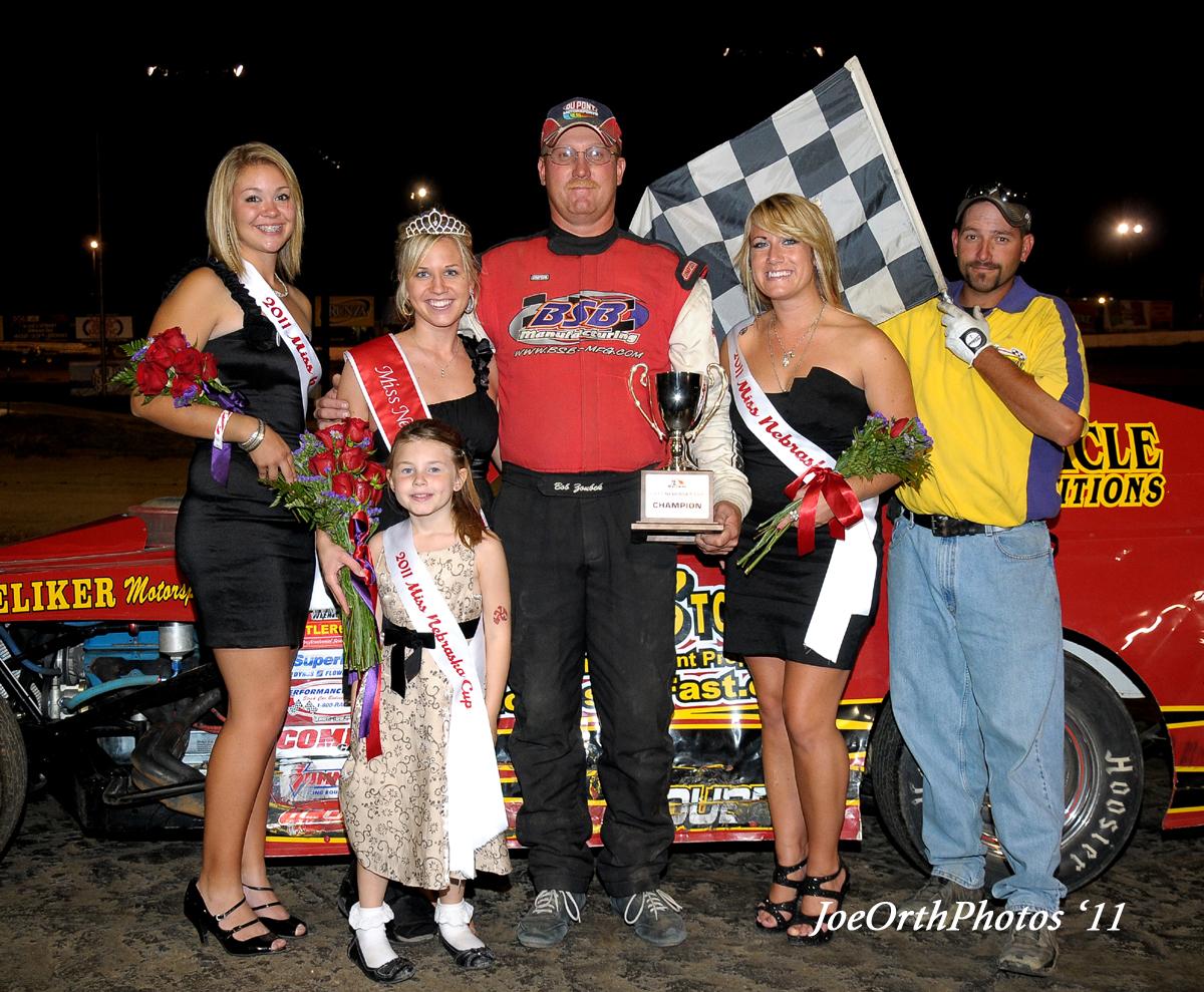 eagle-09-11-11-ne-cup-bob-zoubek-with-2011-miss-nebraska-cup-queen-deanne-kathol-and-2011-finalist-elle-patocka-and-lindsey-flodman