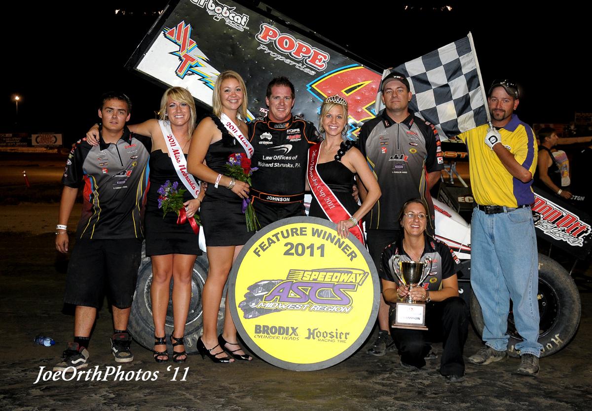 eagle-09-11-11-ne-cup-jason-johnson-crew-with-2011-miss-nebraska-cup-queen-deanne-kathol-and-2011-finalist-elle-patocka-and-lindsey-flodman