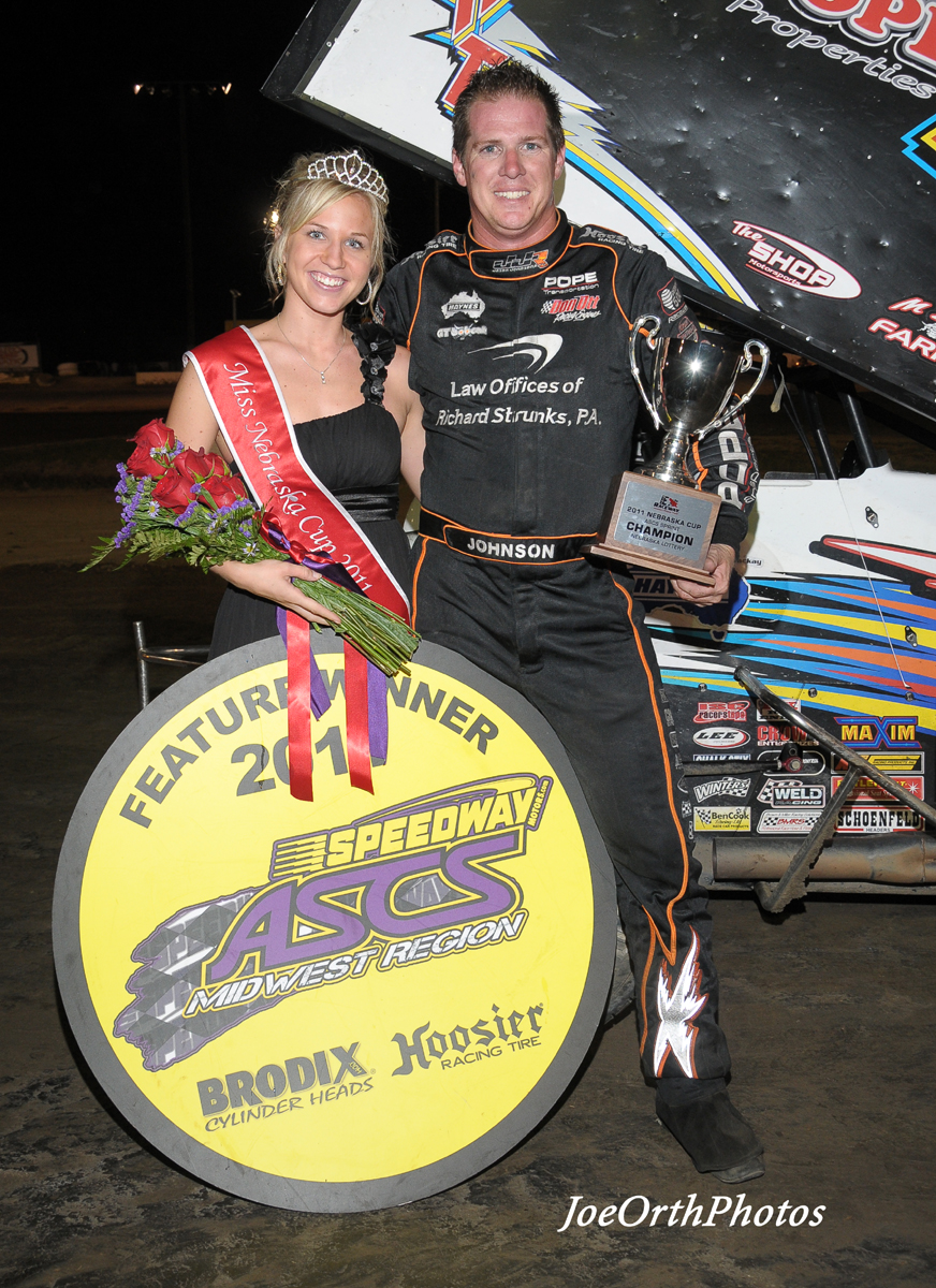 eagle-09-11-11-ne-cup-jason-johnson-with-2011-miss-nebraska-cup-queen-deanne-kathol