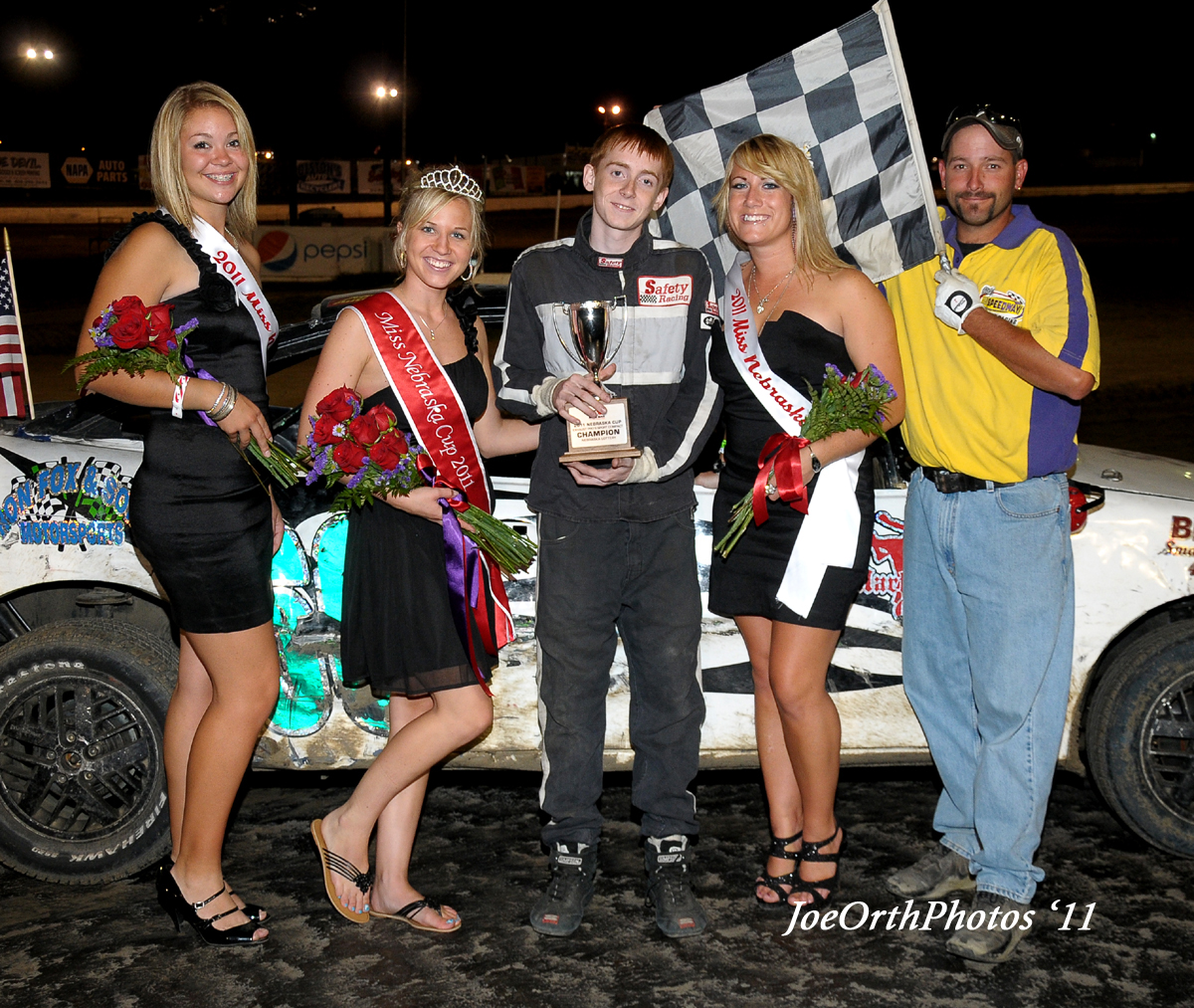 eagle-09-11-11-ne-cup-trevor-noonan-with-2011-miss-nebraska-cup-queen-deanne-kathol-and-2011-finalist-elle-patocka-and-lindsey-flodman_0