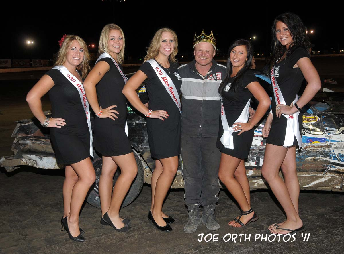 eagle-09-04-11-hobby-stocks-king-of-the-hill-champion-roy-armstrong-with-2011-nebraska-cup-finalist-catrina-harris-elle-patocka-emma-kelley-jamie-kromberg-lindsey-flodman