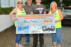 Eagle-09-07-15-IMCA-Nationals-413-2015-RaceSaver-IMCA-Sprintt-Nationals-Good-Sportsman-Award-Trevor-Serbus-and-family-with-Gray-Dominguez